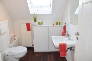 Jak niedrogo umeblować łazienkę?