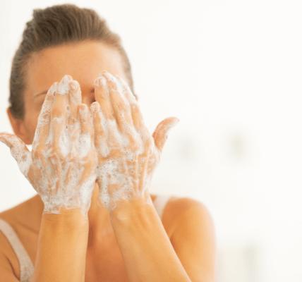 prawidłowe oczyszczanie twarzy