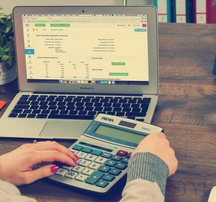 Początek każdego roku jest ważny zarówno dla pracowników jak i pracodawców ze względu na konieczność rozliczenia podatku PIT, który należy złożyć w odpowiednim dla siebie Urzędzie Skarbowym z osiągniętych w poprzednim roku dochodów. Jednak termin złożenia tych deklaracji jest w pełni zależny od podmiotu i rodzaju deklaracji podatkowej. Do kiedy musisz złożyć swój PIT za 2020 rok?